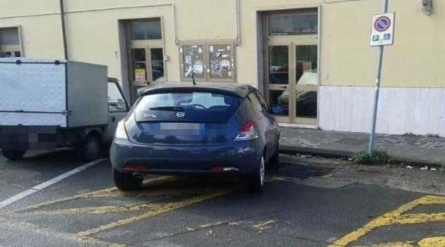 Arzano, cronaca. Vigile parcheggia sulle strisce dei disabili