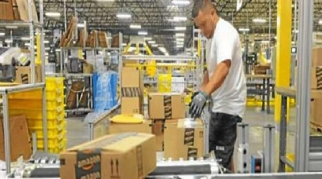 Arzano – Cronaca. Bloccati gli uffici Amazon dagli abitanti di Arzano in protesta per il lockdown