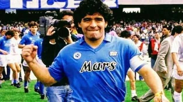 Sport. Addio al dio del calcio Diego Armando Maradona