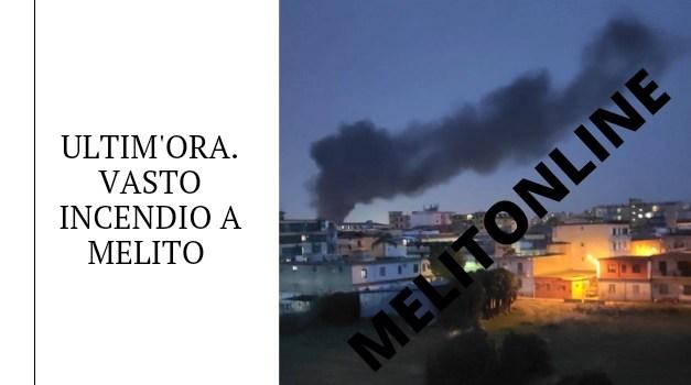 ULTIM'ORA. Vasto incendio a Melito