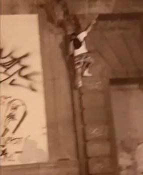 Movida pericolosa: cade da diversi metri nella piazzetta dell'Orientale