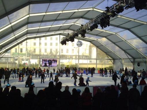 Patinaje sobre hielo Plaza Catalunya