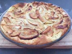 Clafoutis de manzanas, el auténtico postre casero francés