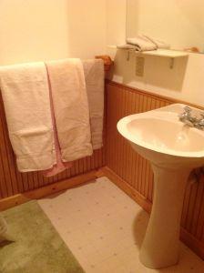 Hole in the Wall Loft Bath 2