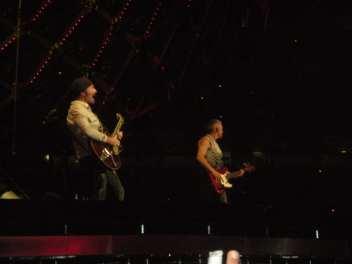 The Edge e Adam Clayton - U2 360 Tour - Milano - 2