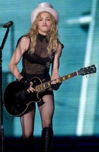 Le foto di Madonna durante lo Sticky and Sweet tour di Milano - 16