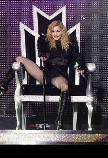 Le foto di Madonna durante lo Sticky and Sweet tour di Milano - 17