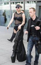 Lady GaGa atterra a Heathrow-1