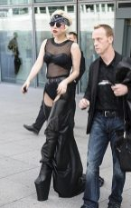 Lady GaGa atterra a Heathrow-1