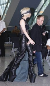 Lady GaGa atterra a Heathrow 8