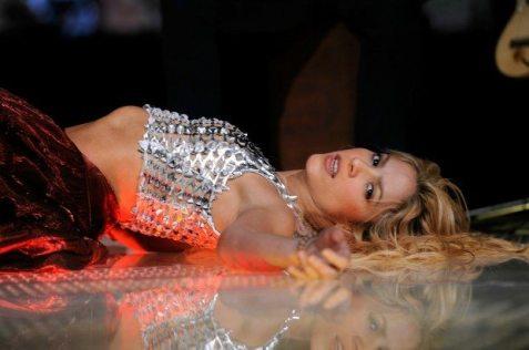 8 - Shakira affascina il presidente colombiamo