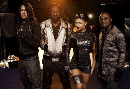 Il video dei Black Eyed Peas, Slash e Usher al Super Bowl 2011