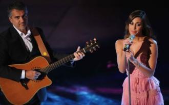 Sanremo, Belen canta con il padre (Video)