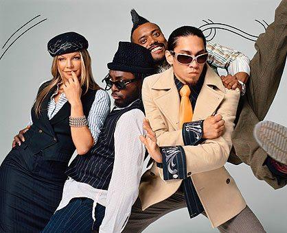 Super Bowl 2011 con Black Eyed Peas, Aguilera, Slash e Usher