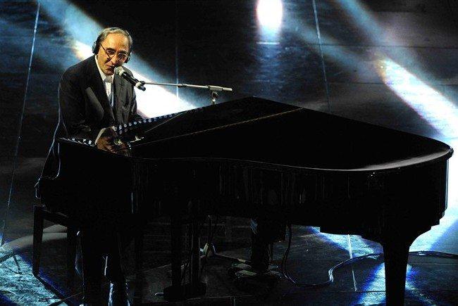 """Sanremo 2011: Battiato e Madonia cantano """"L'alieno"""""""