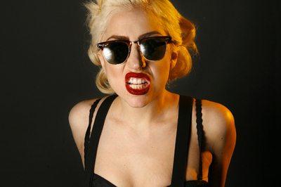 "Lady Gaga svela la copertina di ""Born This Way"""