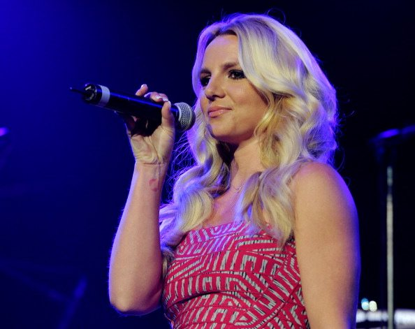 """Britney Spears replica alle polemiche sul video di """"Criminal"""""""