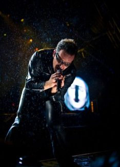 Performance di Bono Vox al Glastonbury 2011