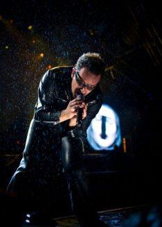 Performance di Bono Vox al Glastonbury 2011