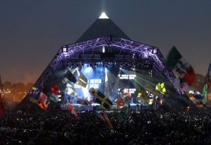 U2 Live at Pyramid Stage di Glastonbury