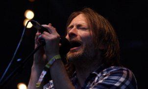 Performance di Thom Yorke al Festival di Glastonbury 2011