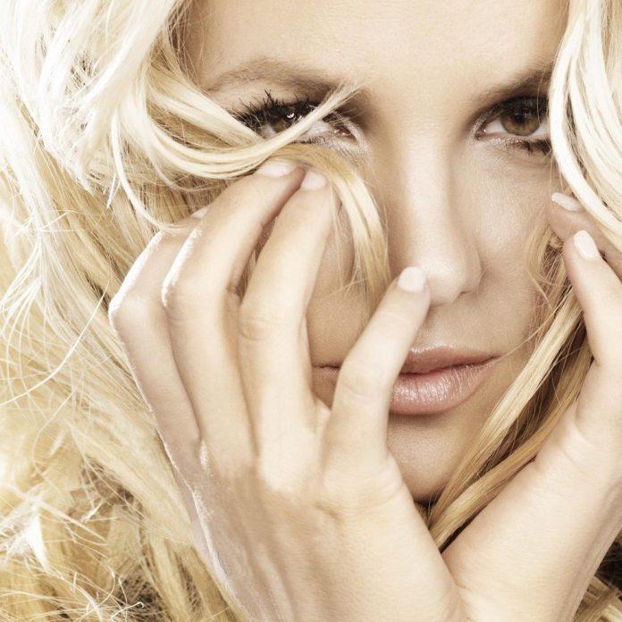 """Britney Spears, a Londra per """"Criminal"""", smentisce le voci di un presunto matrimonio"""