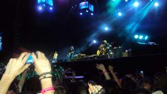 Mani alzate per i Foo Fighters