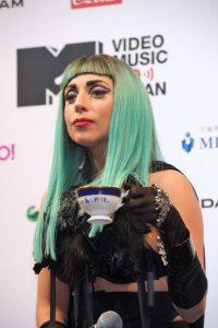 Lady Gaga mostra il dono ricevuto