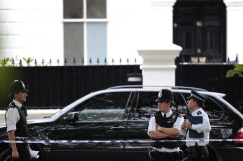 Poliziotti davanti casa di Amy Winehouse