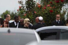 Kelly Osbourne arriva al cimitero