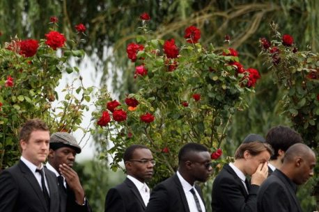 Amici e parenti al funerale di Amy Winehouse