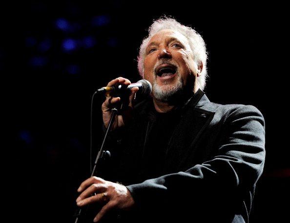 Tom Jones ricoverato a Monaco, annullato il concerto