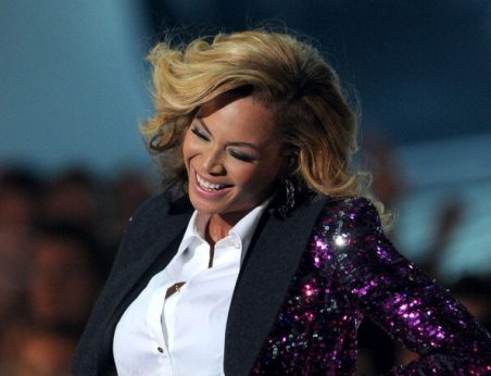 Beyoncé sorridente ai VMA 2011