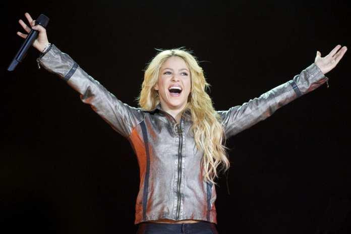 """Shakira, il 6 Dicembre esce """"Live From Paris"""""""