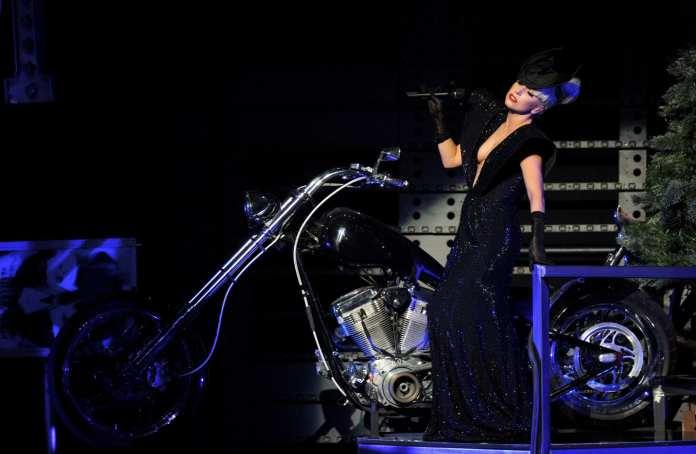 """Lady Gaga presenta in concerto il nuovo inedito """"Princess Die"""""""