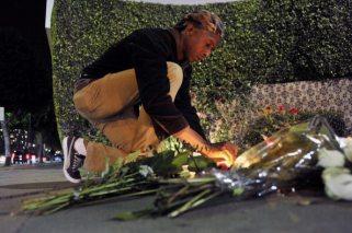 Primi omaggi a Whitney Houston | © Toby Canham/Getty Images