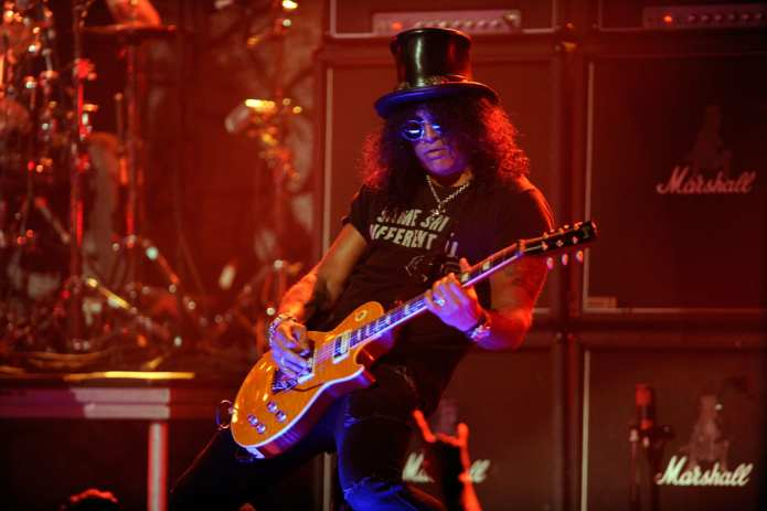 "Slash in Italia per ""Apocalyptic love"" snobba Axl Rose"