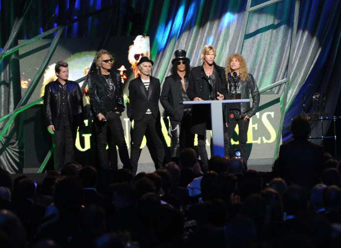 Rock And Roll Hall of Fame, il pubblico contesta Axl Rose