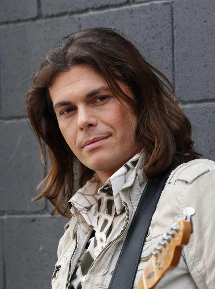 Auguri a Gianluca Grignani: quarant'anni di cantautorato rock
