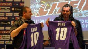 Ghigo Renzulli e Piero Pelù ricevono le maglie viola | © Melodicamente