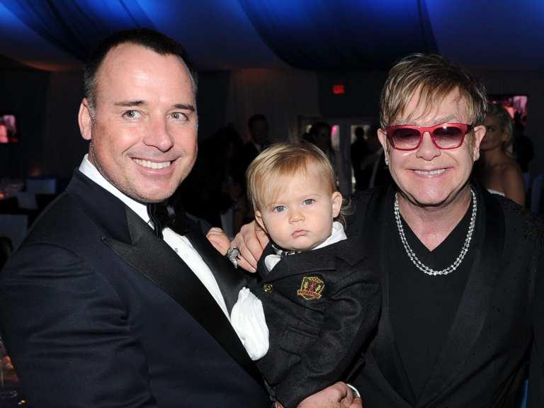 Elton John dimesso dall'ospedale dopo l'infiammazione respiratoria