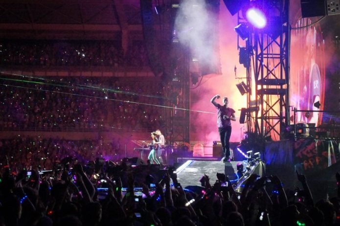 """Coldplay, due inediti da """"Ghost Stories"""" per l'iTunes Festival"""