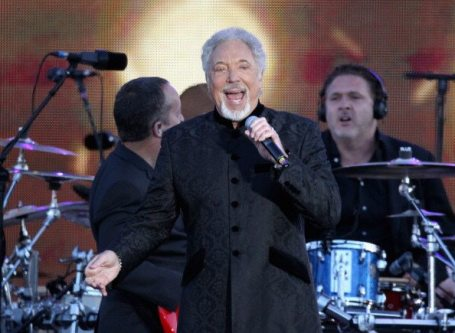 Tom Jones sul palco del Concerto per il Giubileo della Regina | © Dan Kitwood/Getty Images