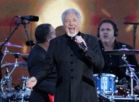 Tom Jones sul palco del Concerto per il Giubileo della Regina | © Dan Kitwood/Getty Images
