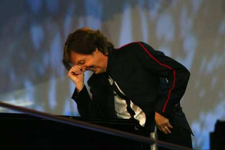 Ex-Beatle Sir Paul McCartney performs du