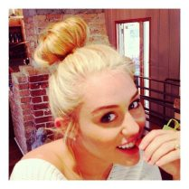 Miley Cyrus sorride ai fan