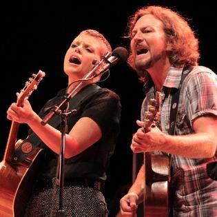 """Ascolta """"Golden State"""", Eddie Vedder e Natalie Maines insieme per la libertà"""