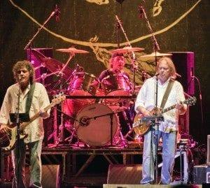 "Neil Young & Crazy Horse: guarda il video di ""Walk Lika a Giant"""