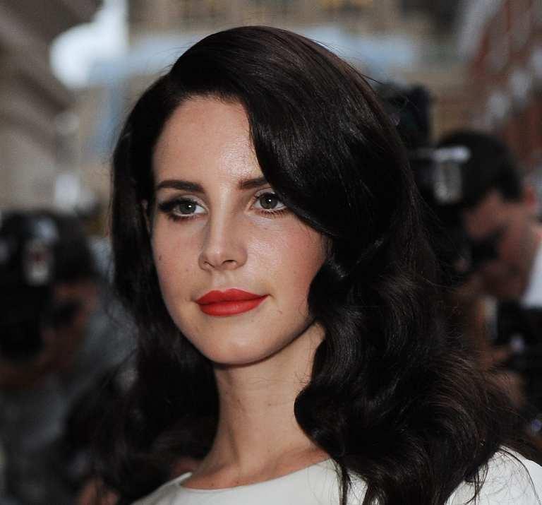 """Lana Del Rey nello spot di H&M sulle note di """"Blue Velvet"""" e 4 inediti"""