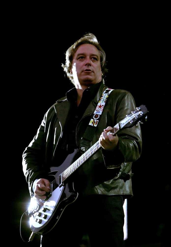 Esce il disco solista dell'ex chitarrista dei R.E.M. Peter Buck